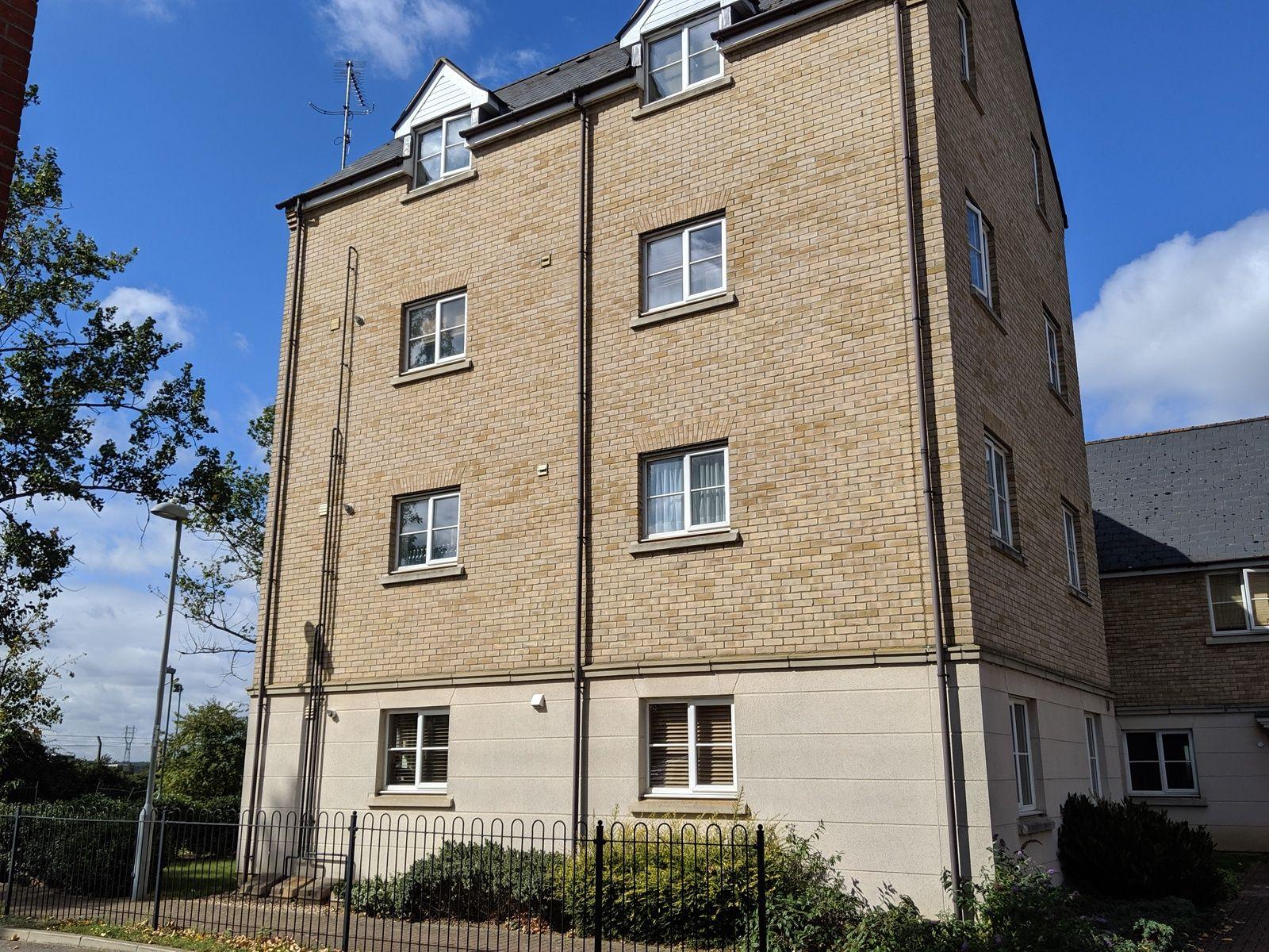 2 bedroom ground floor flat/apartment To Let in Ipswich - Photograph 1