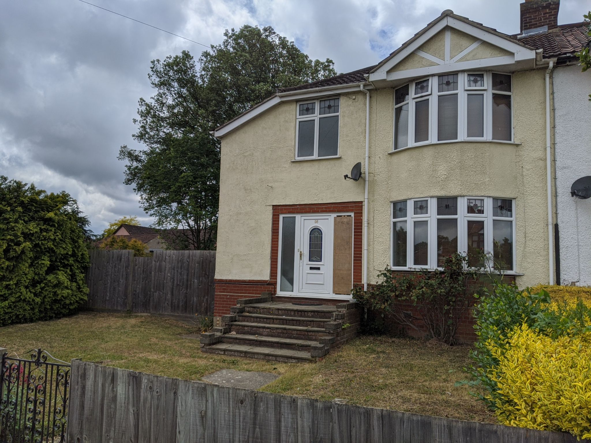 3 bedroom semi-detached house To Let in Ipswich - Front of House