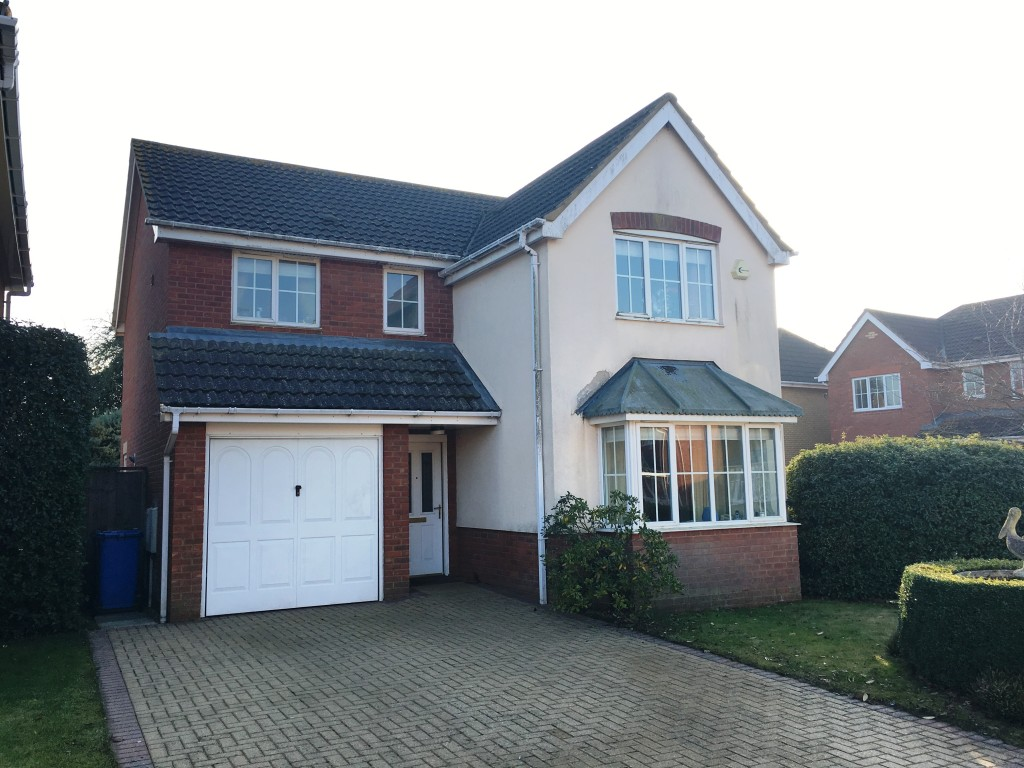 4 bedroom detached house SSTC in Ipswich - Front