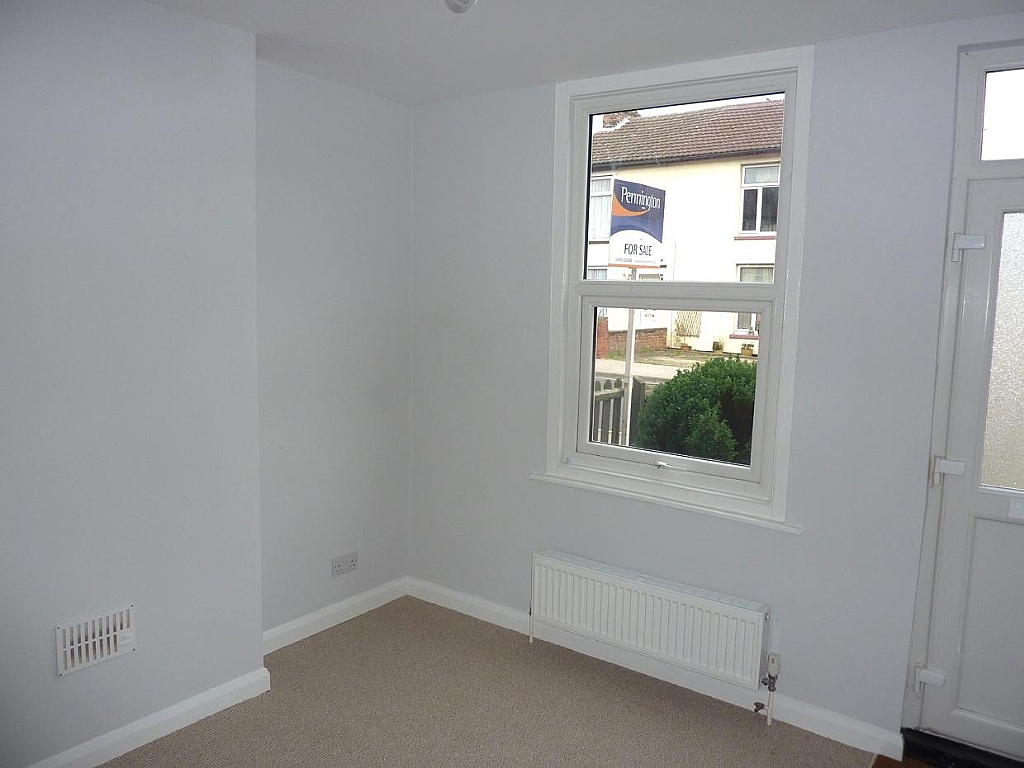 2 bedroom semi-detached house To Let in Ipswich - Property photograph