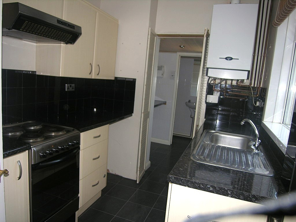 2 bedroom mid terraced house To Let in Ipswich - Photograph 3
