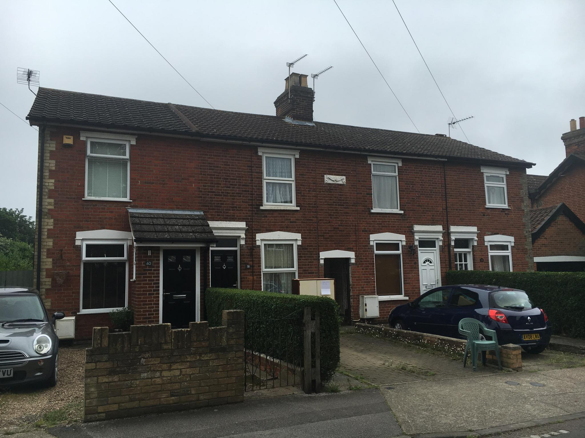 2 bedroom mid terraced house Let in Ipswich - Photograph 1