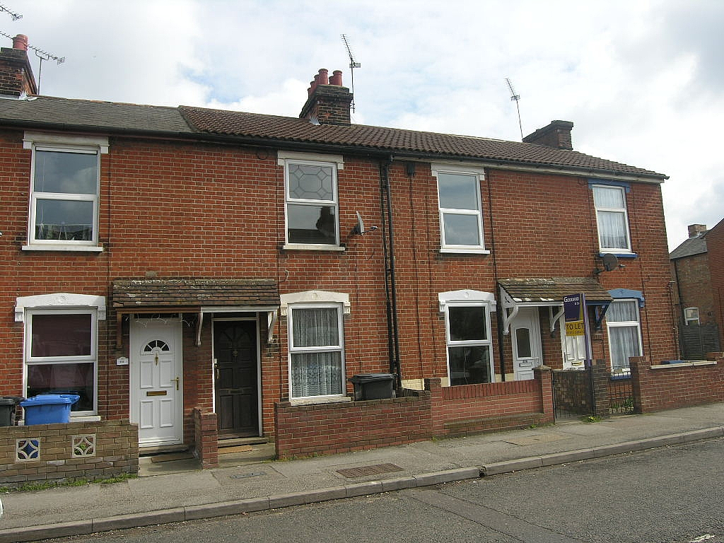 3 bedroom mid terraced house Let in Ipswich - Photograph 1