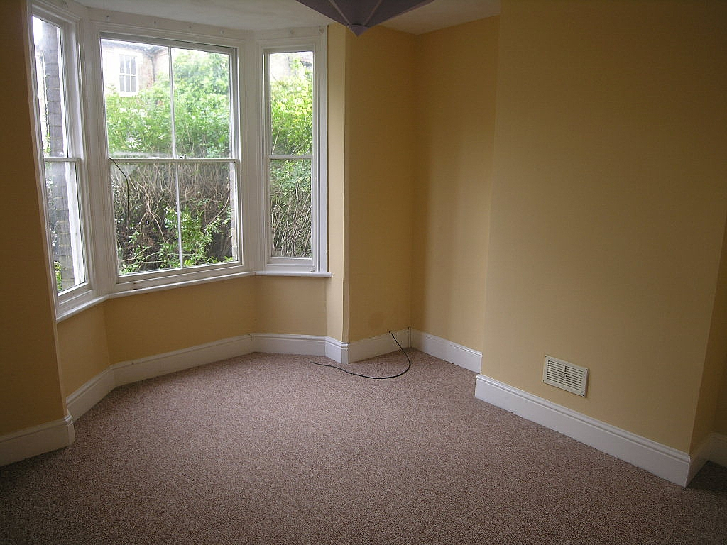 3 bedroom mid terraced house Let in Ipswich - Photograph 2