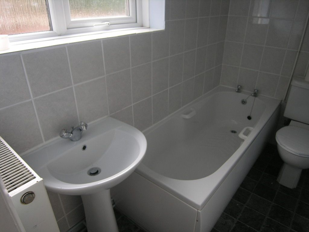 3 bedroom mid terraced house Let in Ipswich - Photograph 6