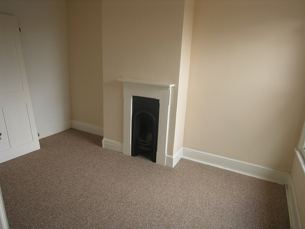 3 bedroom mid terraced house To Let in Ipswich - Photograph 3