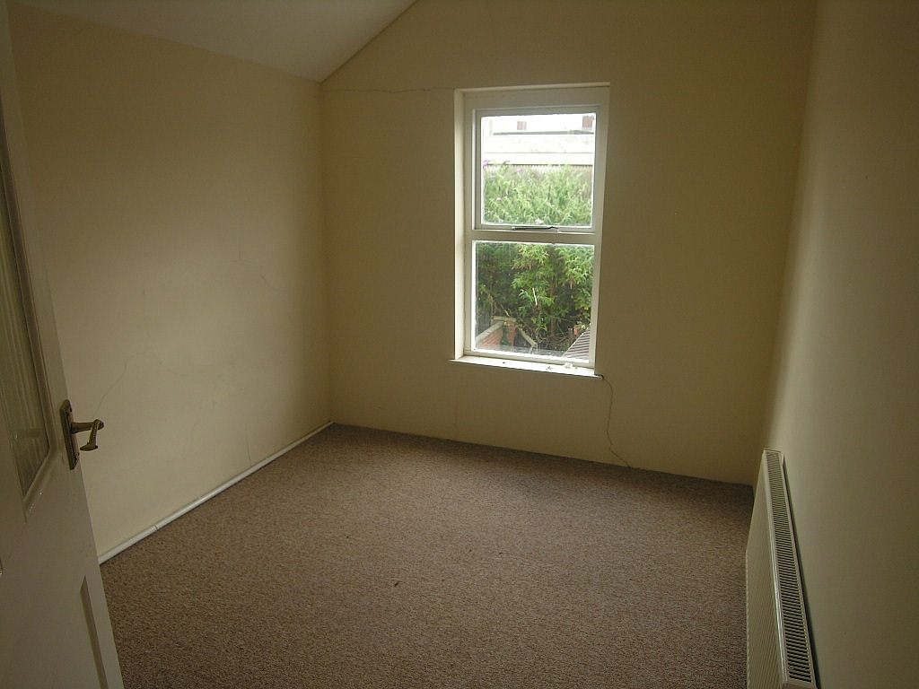 3 bedroom mid terraced house Let in Ipswich - Photograph 5