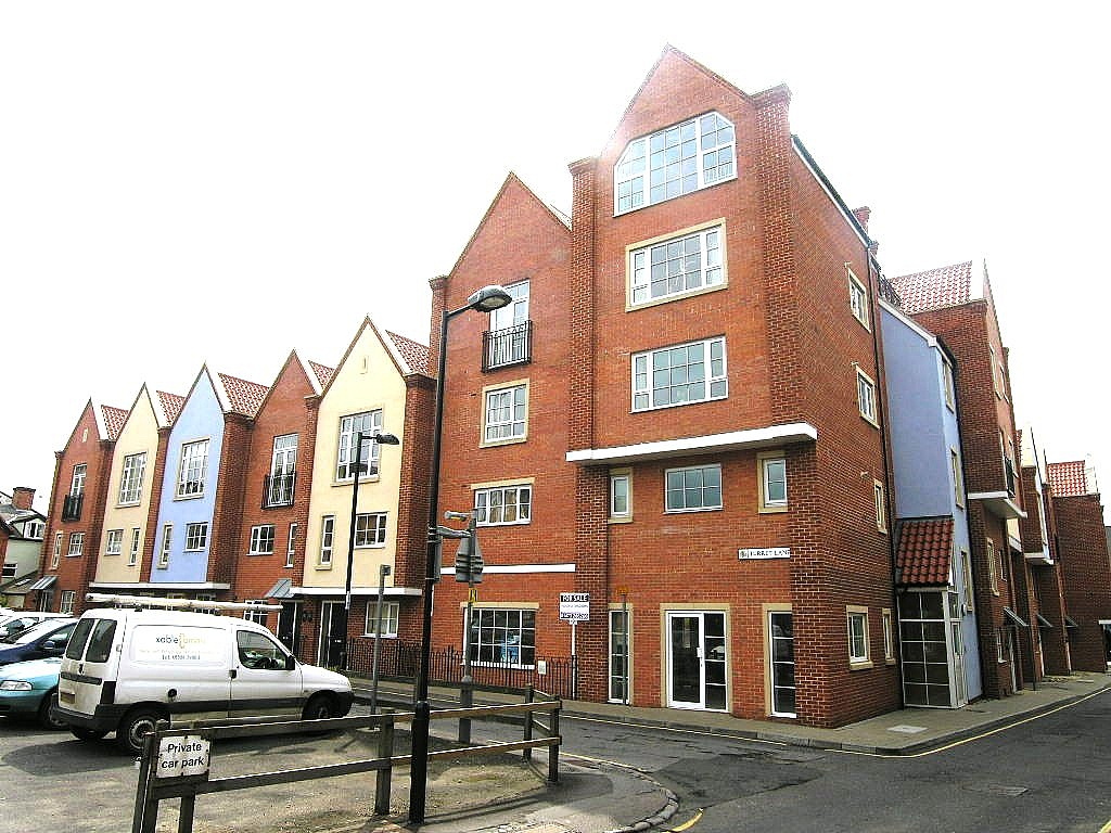2 bedroom apartment flat/apartment To Let in Ipswich - Photograph 1
