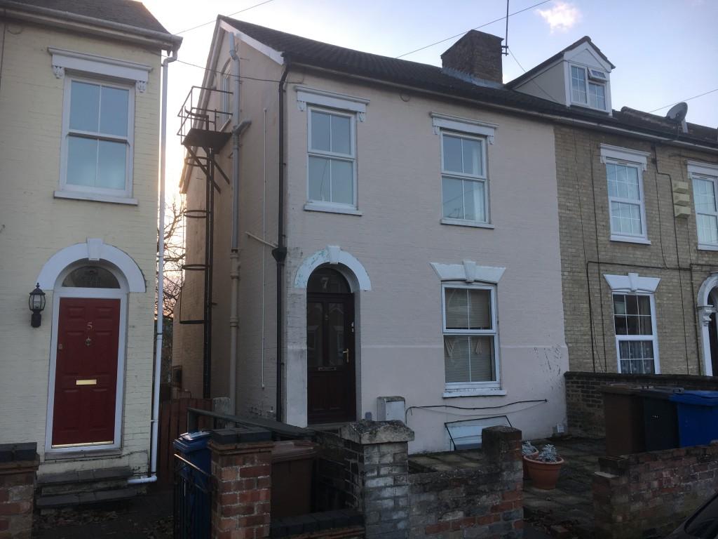 3 bedroom semi-detached house Let in Ipswich - Front