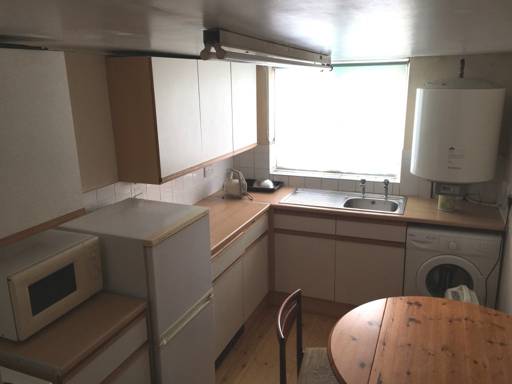 Bedsit Flat/apartment SSTC in Ipswich - Photograph 4