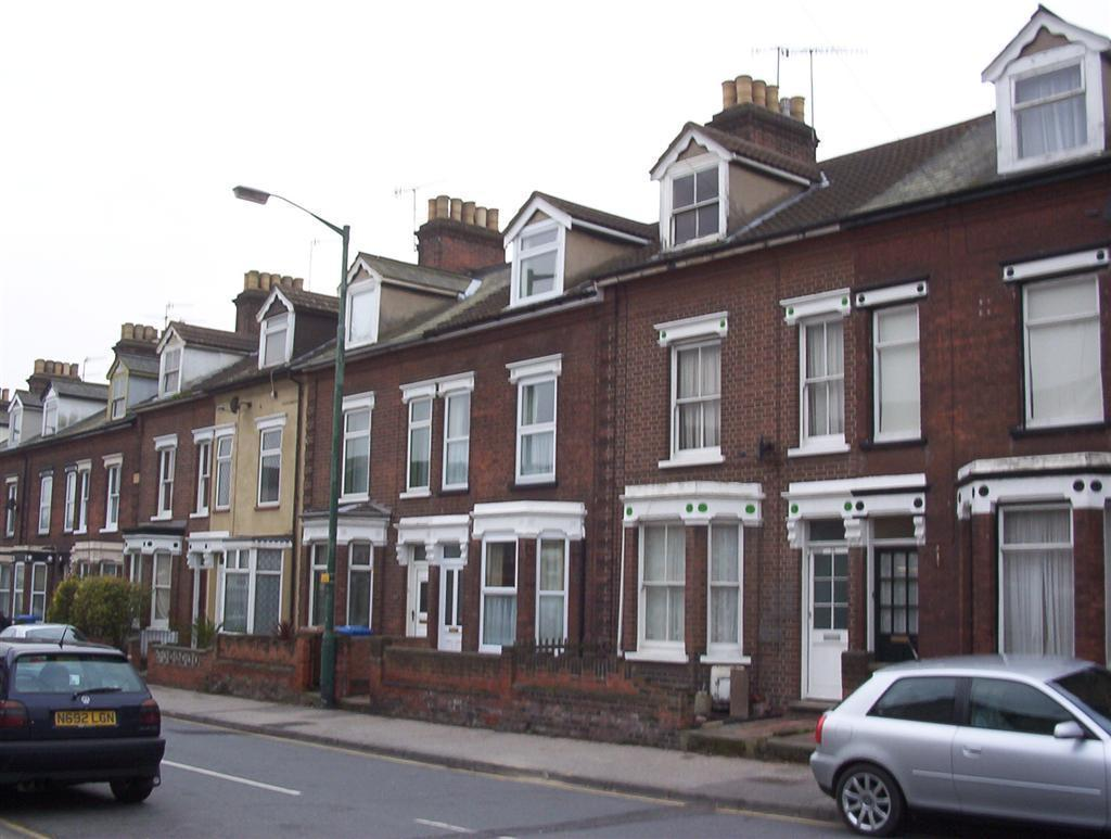 3 bedroom mid terraced house To Let in Ipswich - Photograph 1