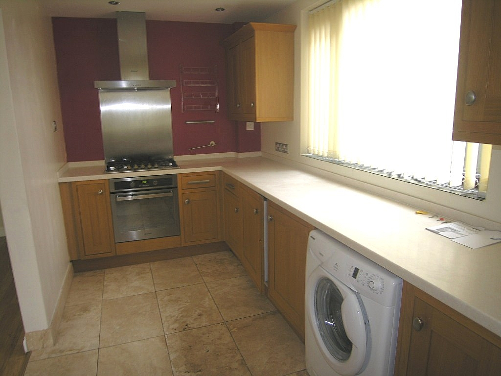 3 bedroom semi-detached house To Let in Ipswich - Photograph 4