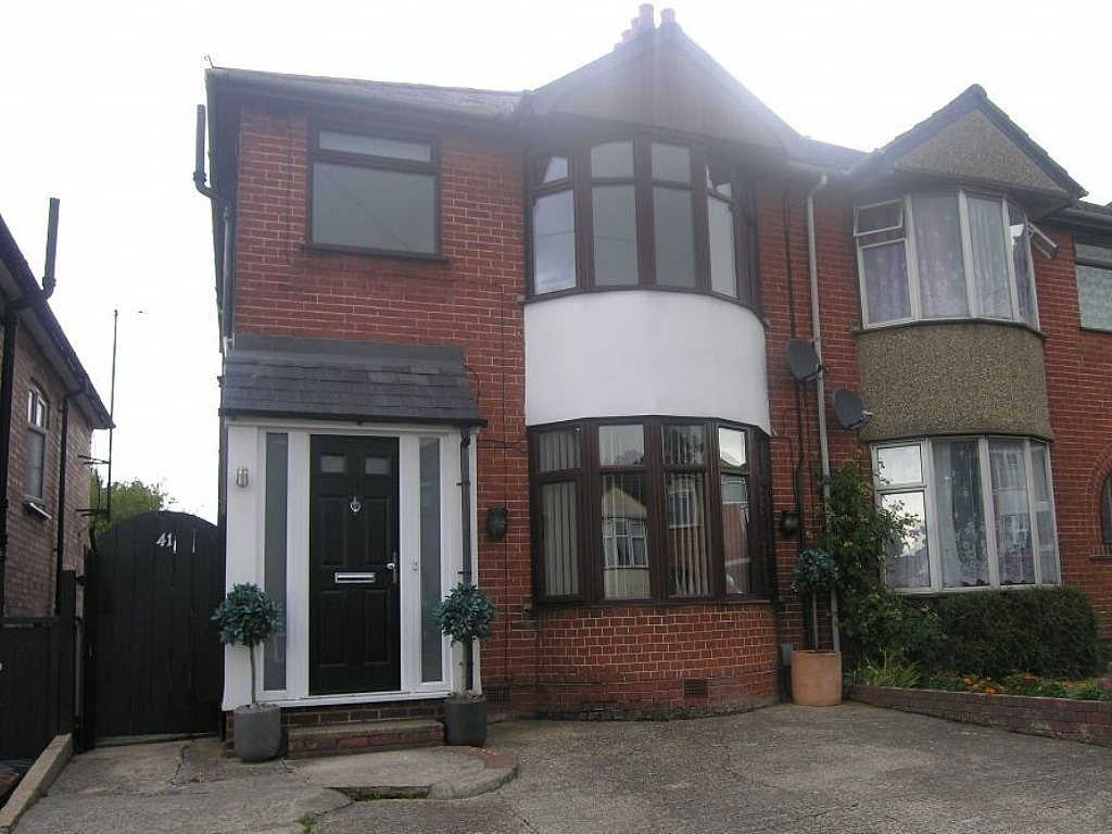 3 bedroom semi-detached house Let in Ipswich - Photograph 1