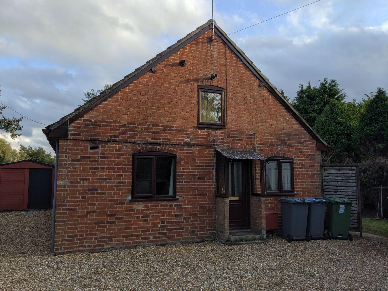 2 bedroom detached bungalow To Let in Woodbridge - Front of Property