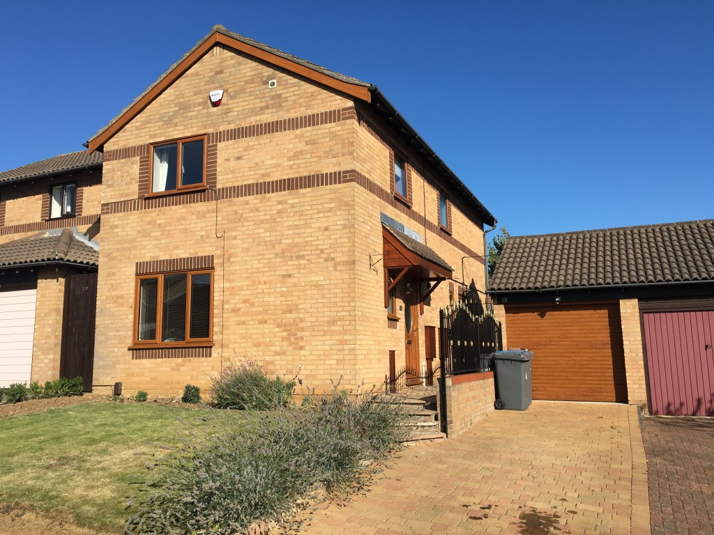 3 bedroom detached house Under Offer in Felixstowe - Main Image
