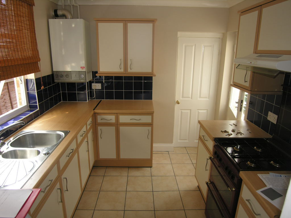 3 bedroom semi-detached house To Let in Ipswich - 3