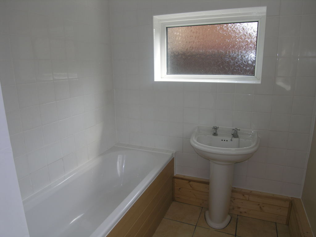 3 bedroom semi-detached house To Let in Ipswich - 4