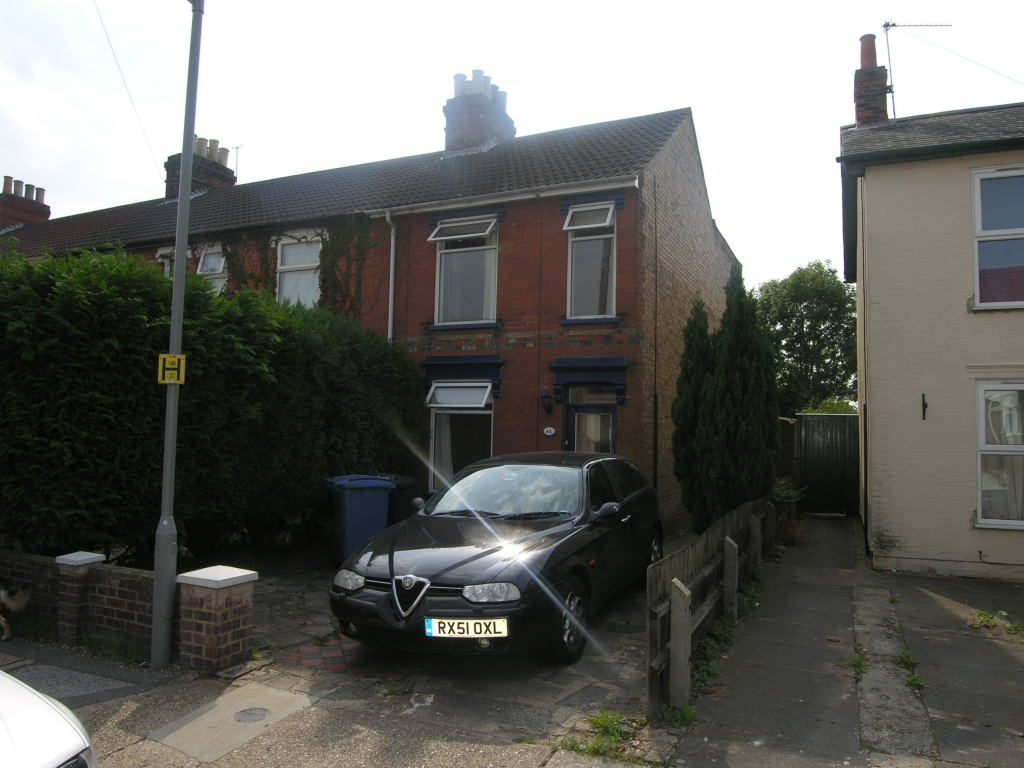 3 bedroom semi-detached house To Let in Ipswich - 1