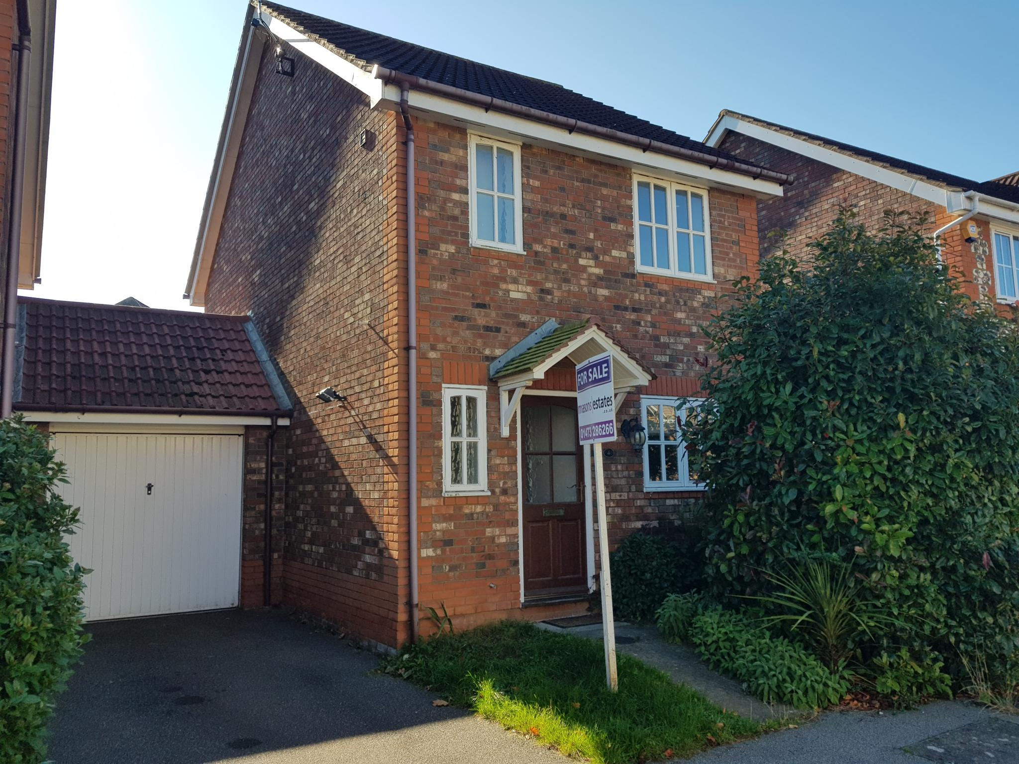 3 bedroom detached house SSTC in Ipswich - 1