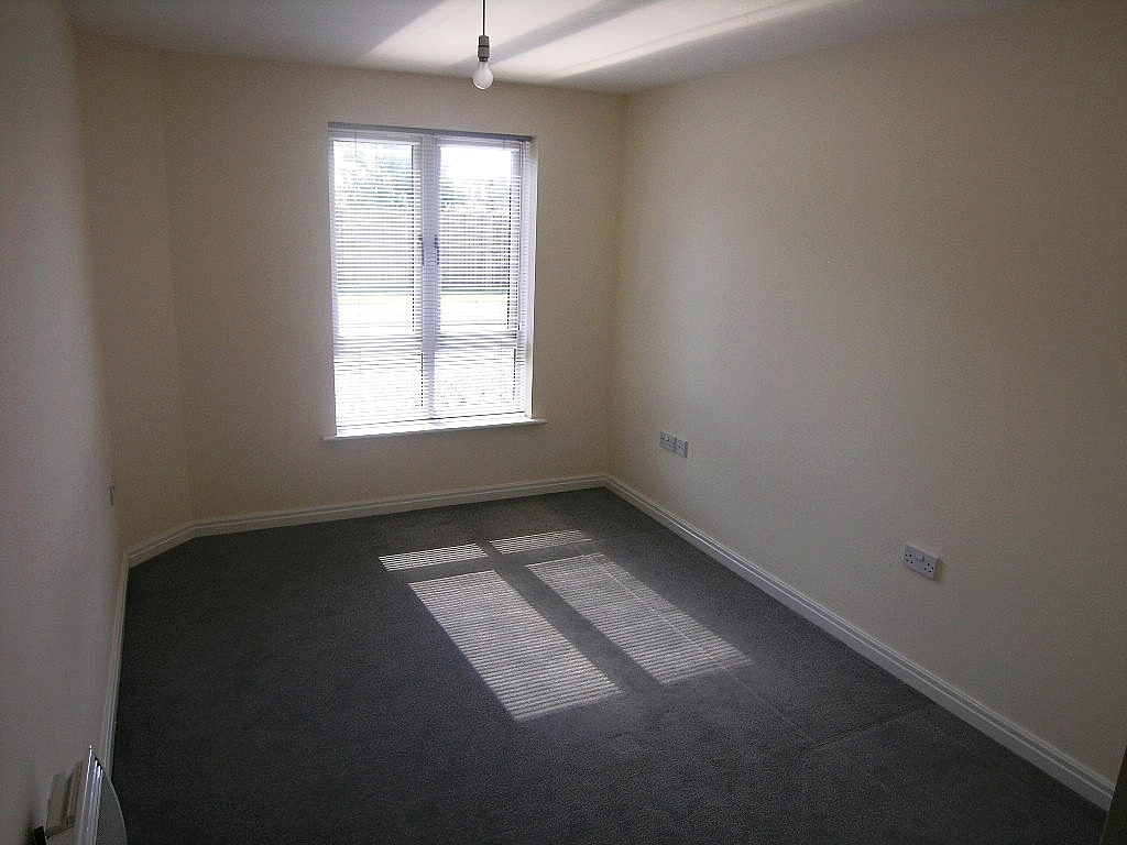 2 bedroom flat flat/apartment SSTC in Ipswich - Photograph 5