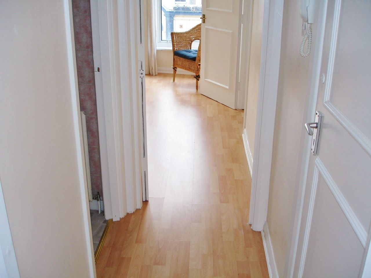 1 bedroom flat flat/apartment To Let in Brent - Entrance Hallway