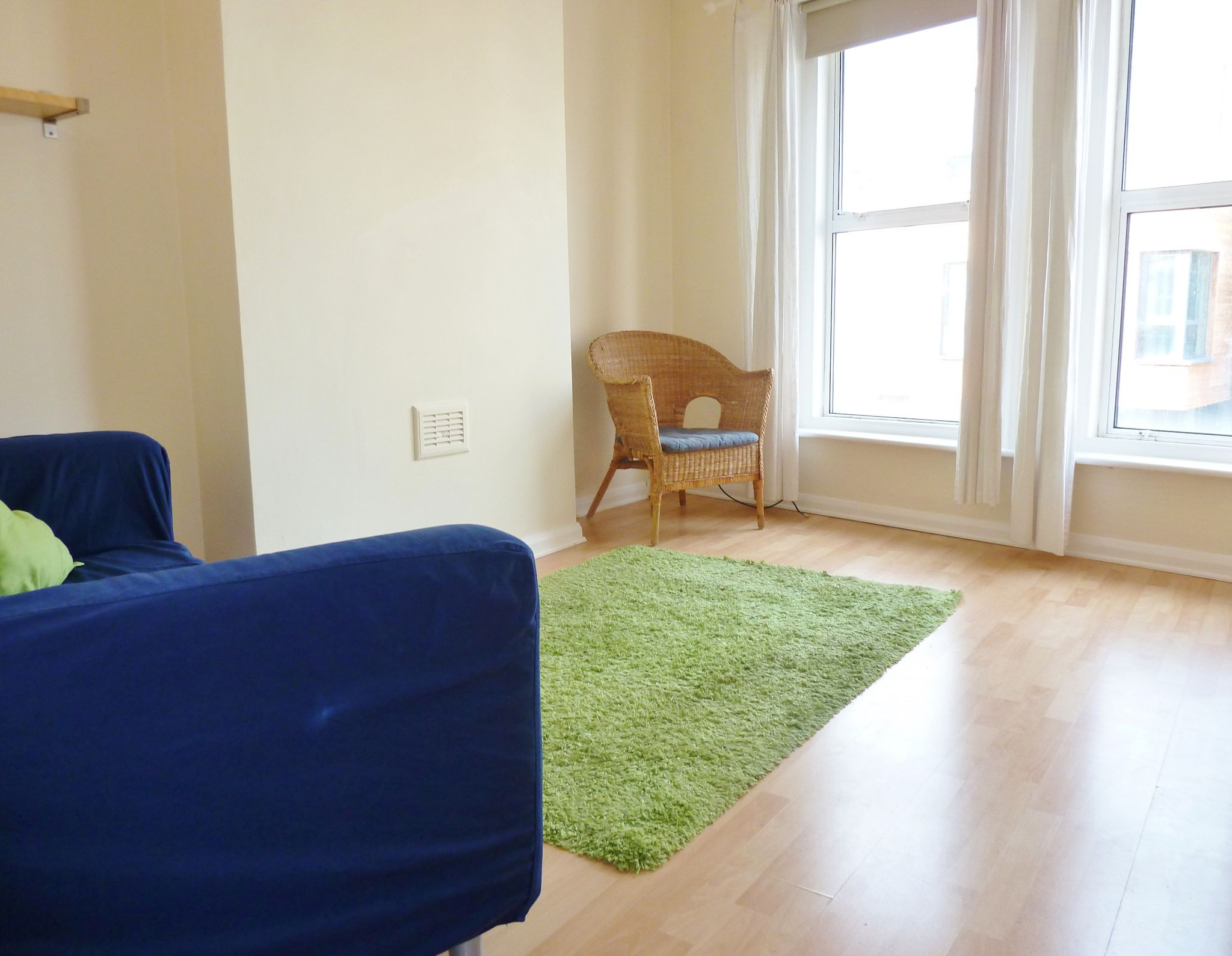 1 bedroom flat flat/apartment To Let in Brent - Living room