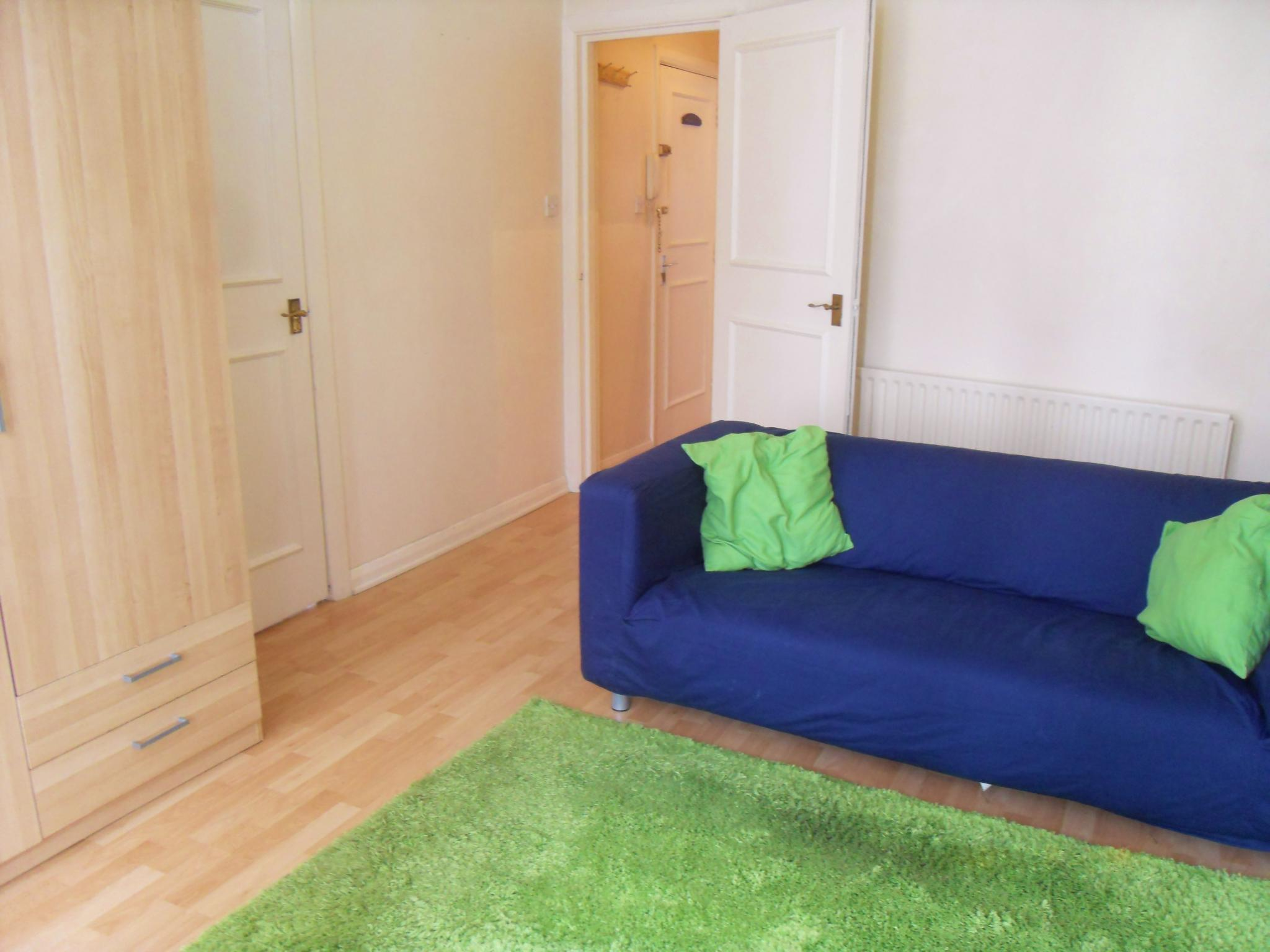 1 bedroom flat flat/apartment To Let in Brent - Laminate Flooring Throughout
