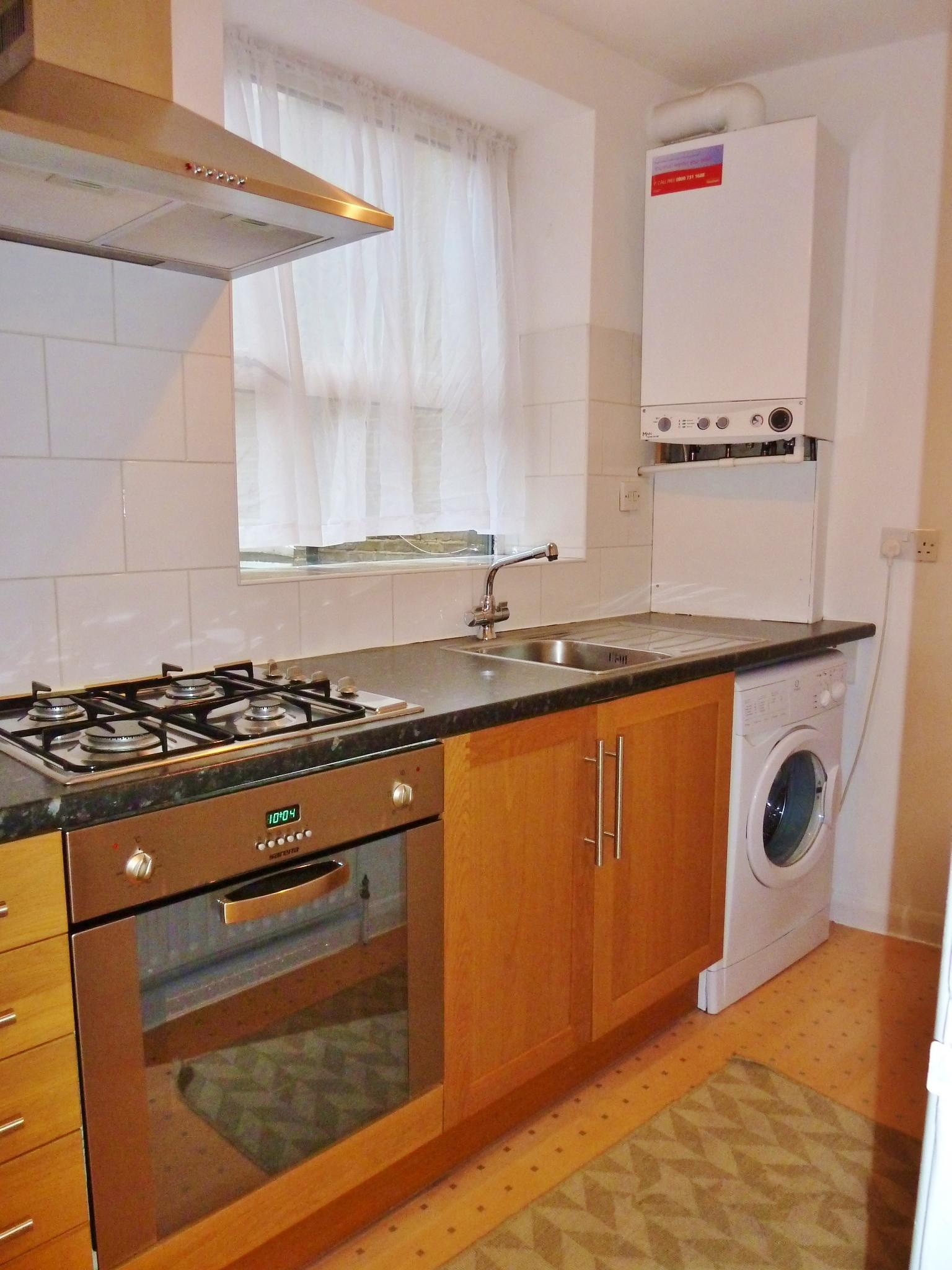 1 bedroom flat flat/apartment To Let in Brent - Seperate Fully Fitted Kitchen
