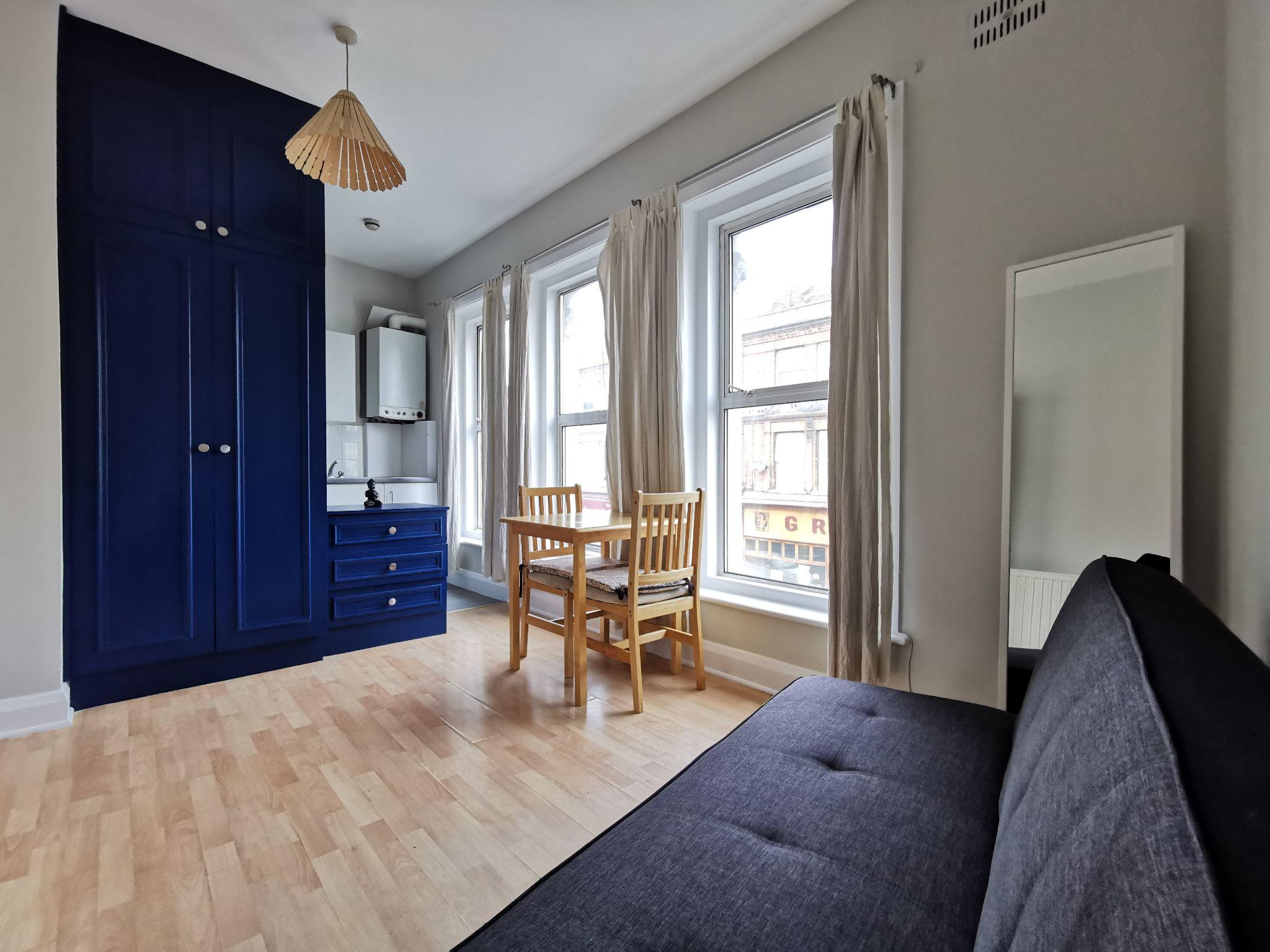 1 bedroom studio flat/apartment Let in Willesden - Photograph 1