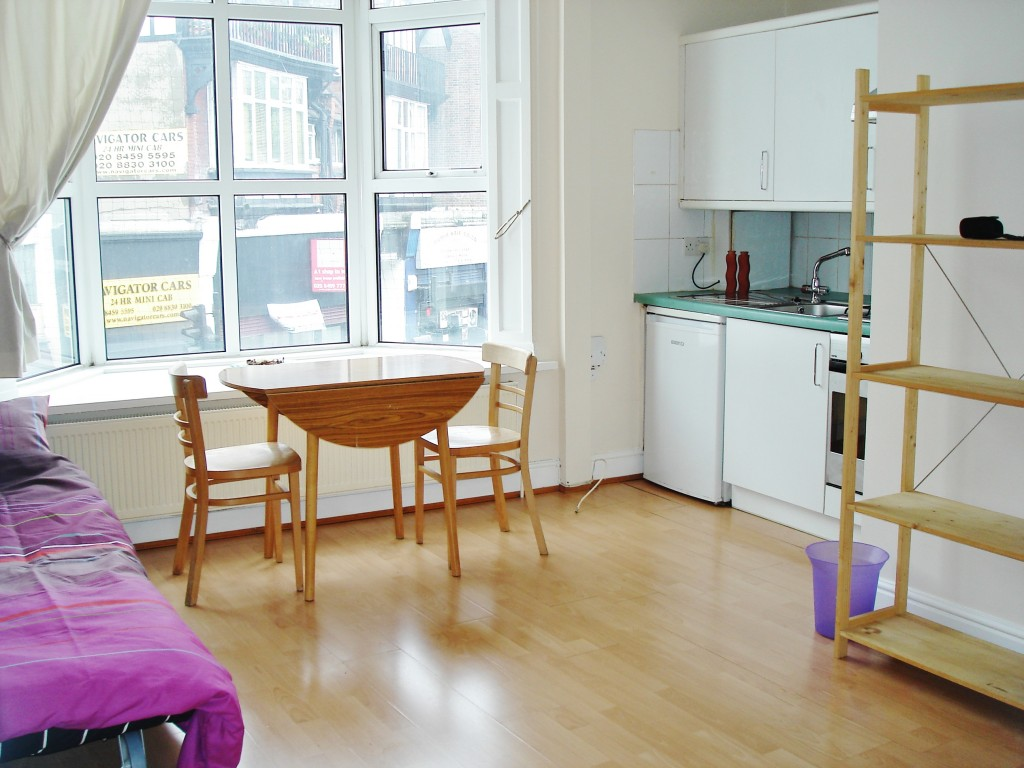 1 bedroom studio flat/apartment To Let in Brent - Fully Furnished