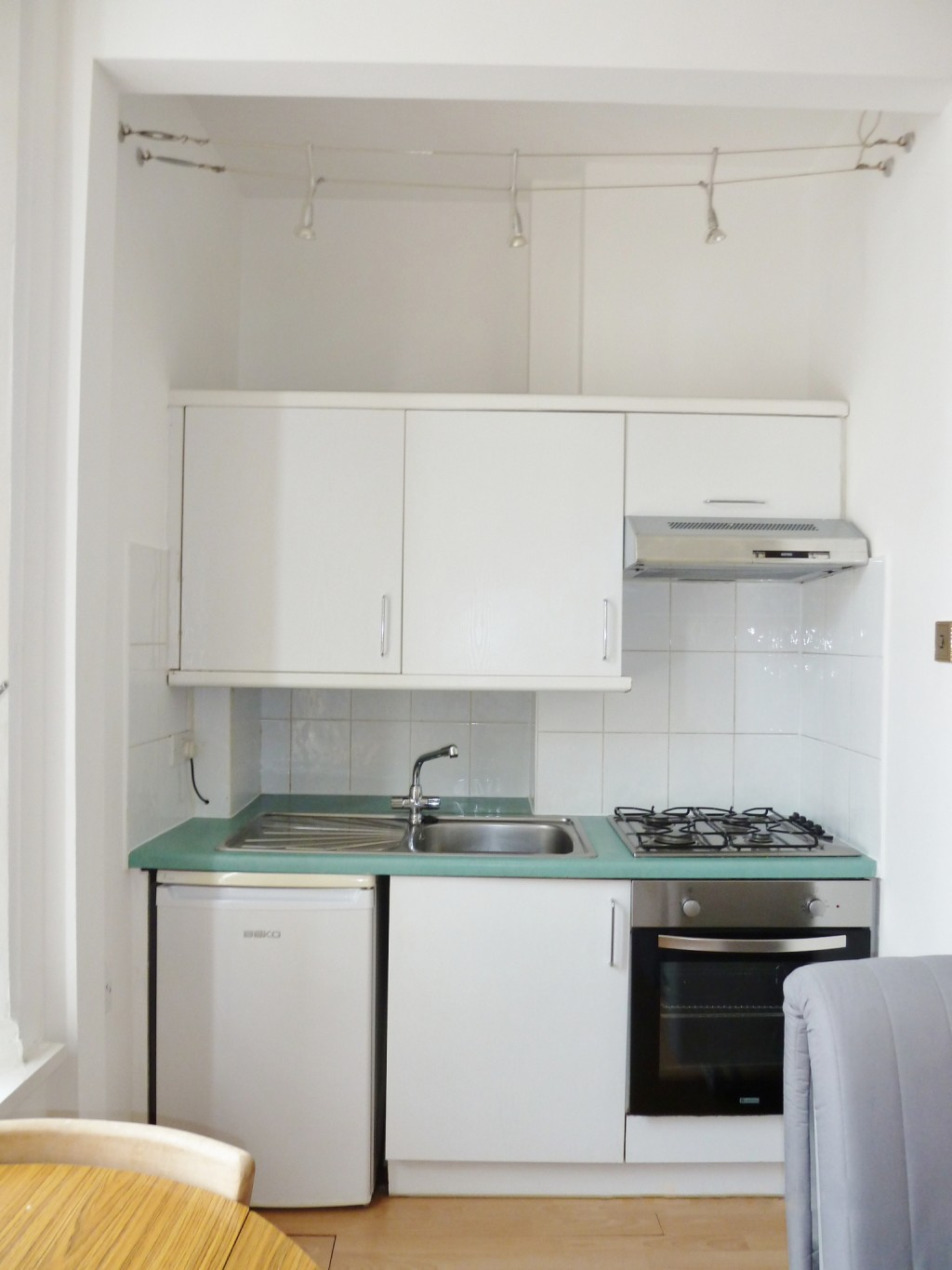1 bedroom studio flat/apartment To Let in Brent - Fully fitted kitchen