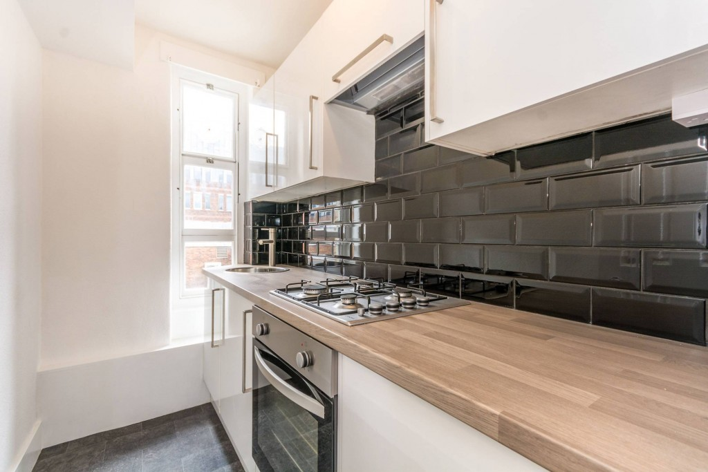 2 bedroom apartment flat/apartment To Let in London - Beautiful Fully Fitted Kitchen