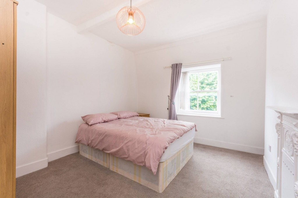 2 bedroom apartment flat/apartment Under Offer in London - Second Bright Double Bedrrom