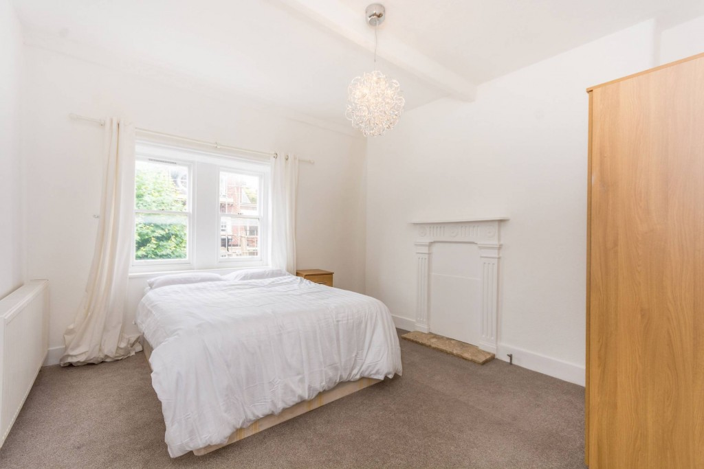 2 bedroom apartment flat/apartment Under Offer in London - First Bright Double Bedroom