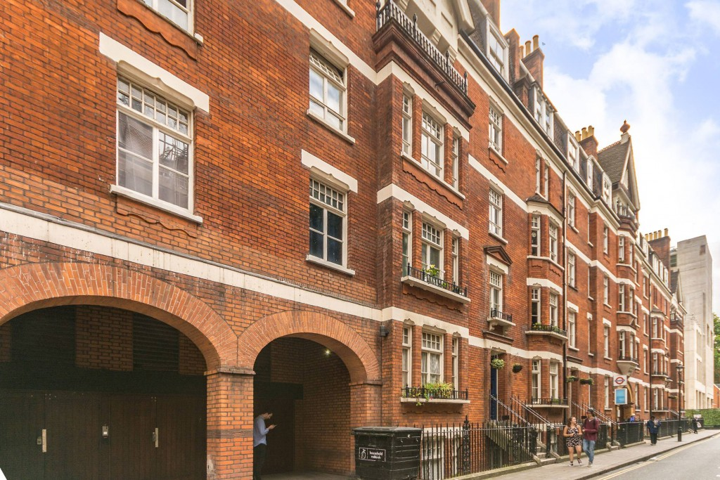 2 bedroom apartment flat/apartment Under Offer in London - Lovely Red Brick Exterior