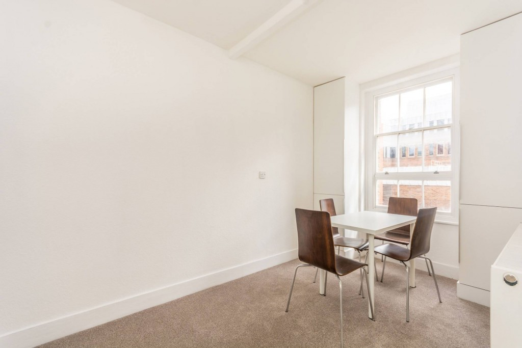 2 bedroom apartment flat/apartment To Let in London - Living Room with Dining Table