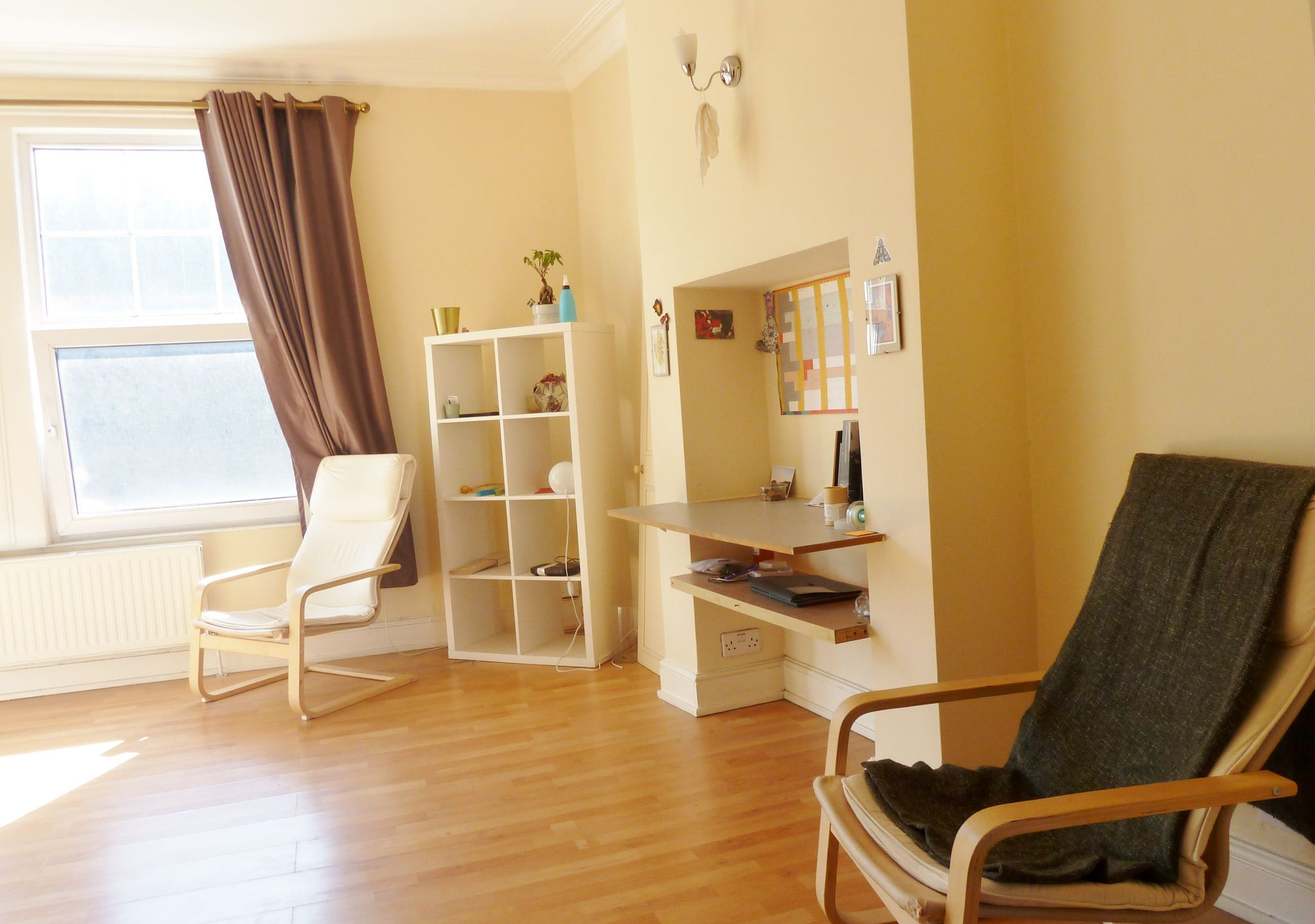 1 bedroom studio flat/apartment To Let in Willesden Green - Laminate flooring throughout