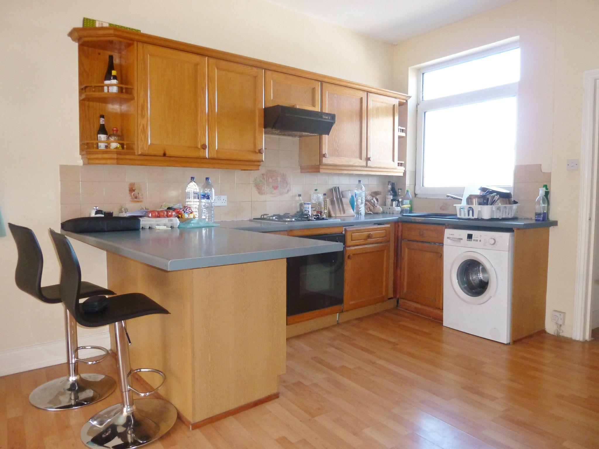 1 bedroom studio flat/apartment To Let in Willesden Green - Washing Machine