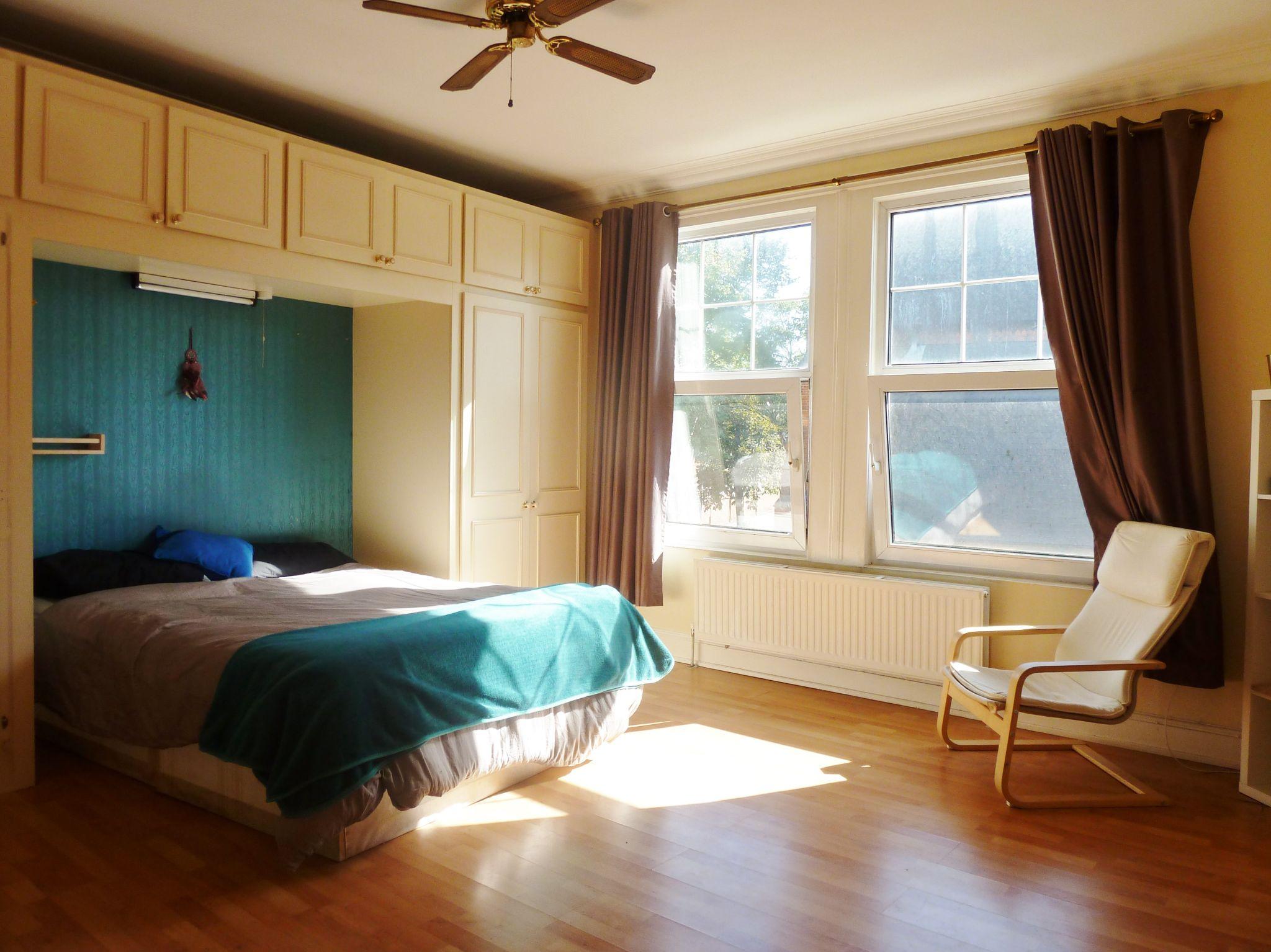 1 bedroom studio flat/apartment To Let in Willesden Green - Lovely large Bedroom