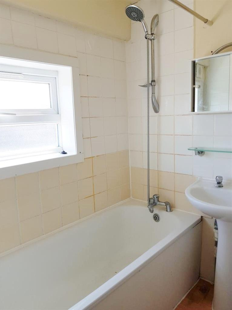 2 bedroom apartment flat/apartment To Let in Willesden Green - Fully Tiled Bathroom with Shower