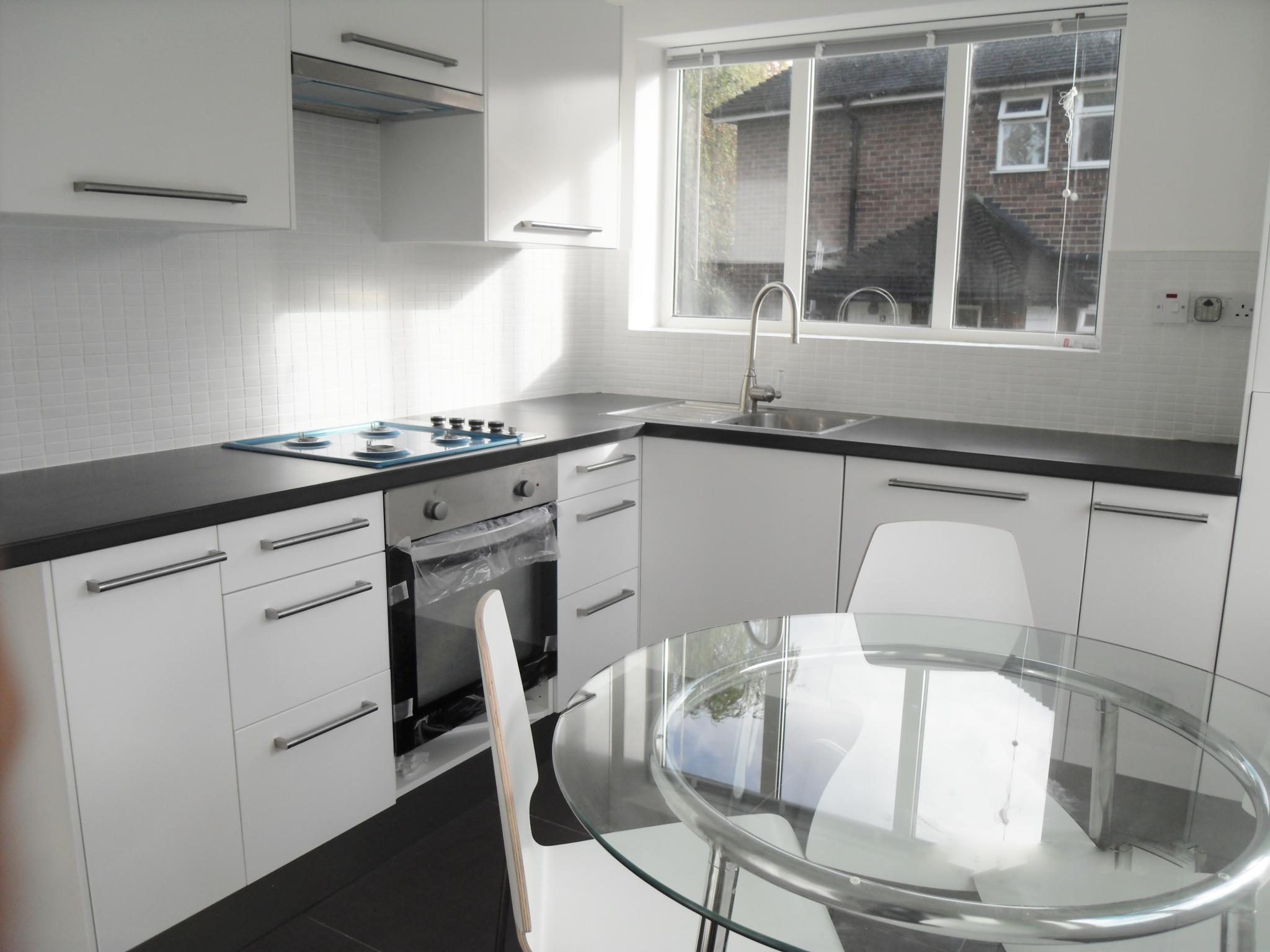 2 bedroom flat flat/apartment To Let in Edgware - Fitted Kitchen/dinning area