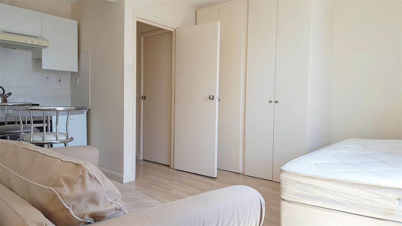 1 bedroom studio flat/apartment To Let in London - Fitted Triple Wardrobe