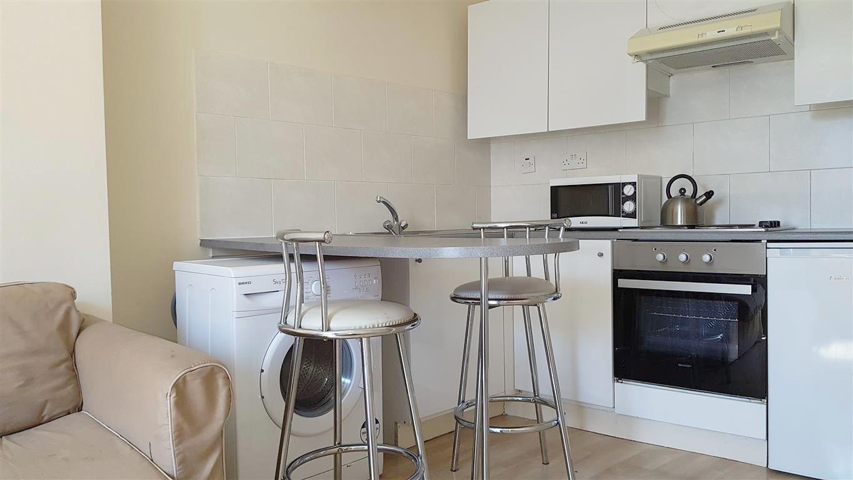 1 bedroom studio flat/apartment To Let in London - Breakfast Bar