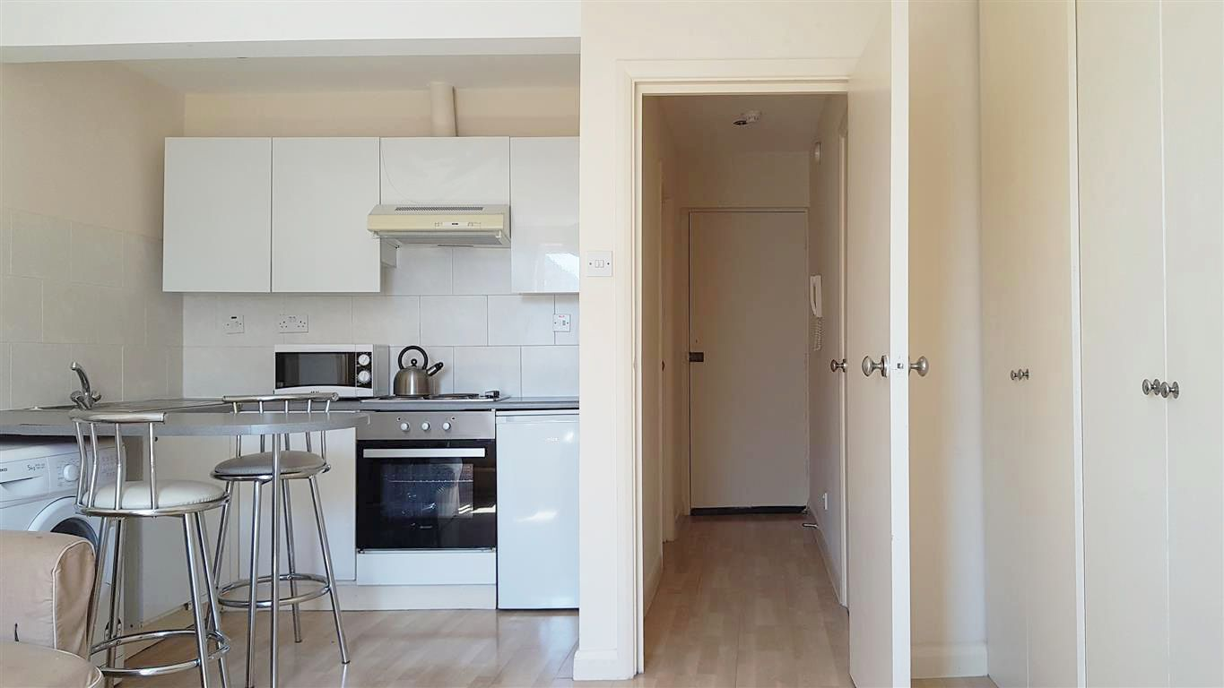 1 bedroom studio flat/apartment To Let in London - Fully Fitted Kitchen