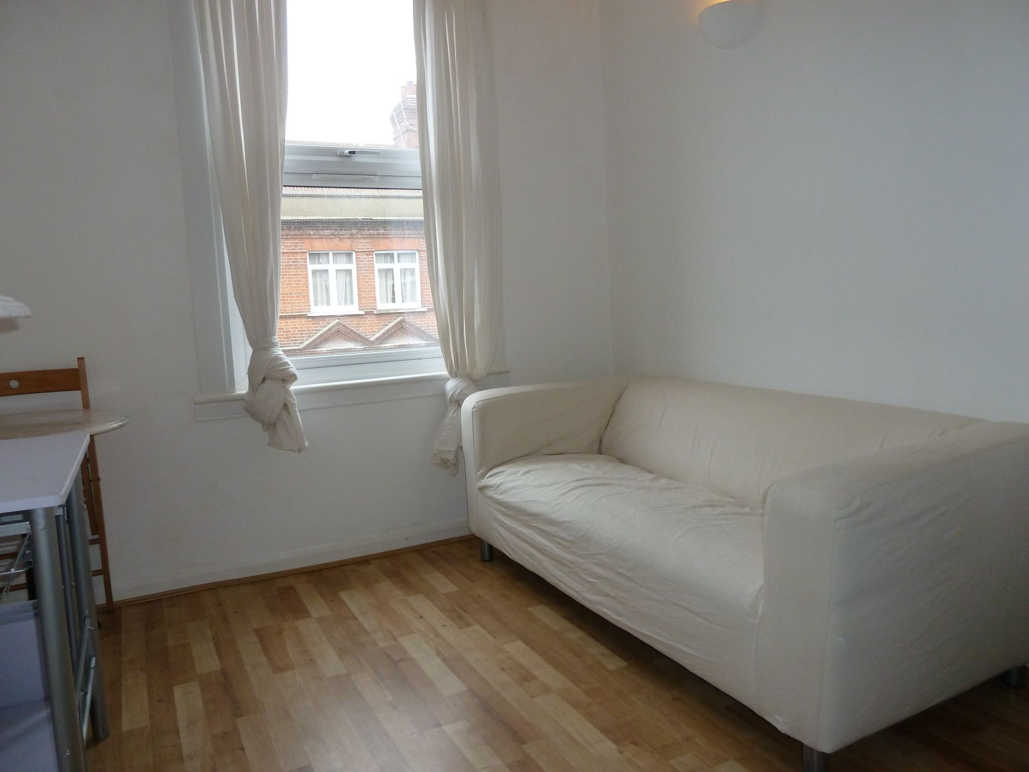2 bedroom apartment flat/apartment To Let in Brent - Property photograph