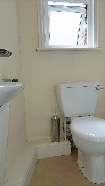 1 bedroom studio flat/apartment To Let in Willesden - Bathroom