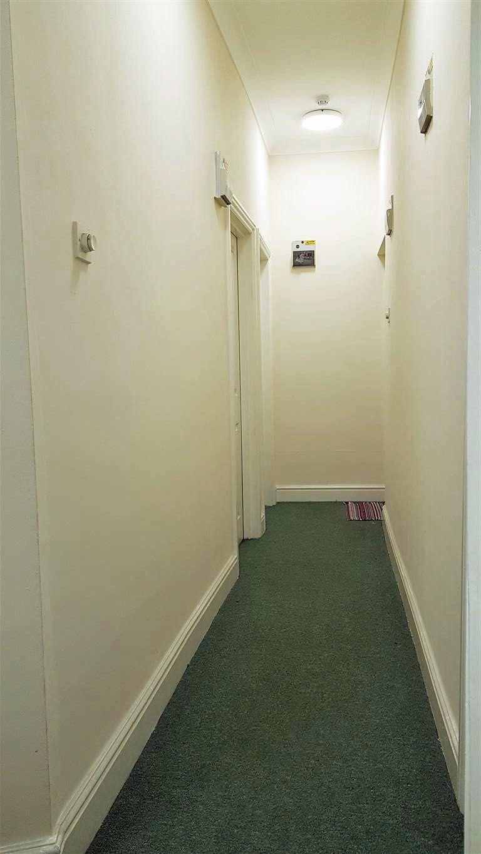 1 bedroom studio flat/apartment To Let in Willesden - Communal Hall