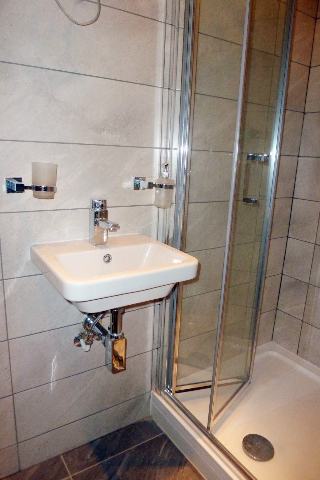 1 bedroom flat flat/apartment To Let in Brent - Bathroom/shower