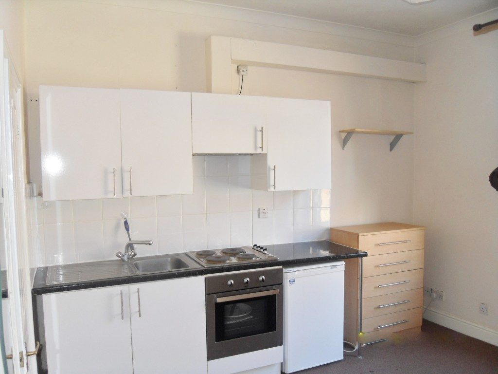 1 bedroom studio flat/apartment To Let in Willesden Green - FULLY FITTED KITCHEN