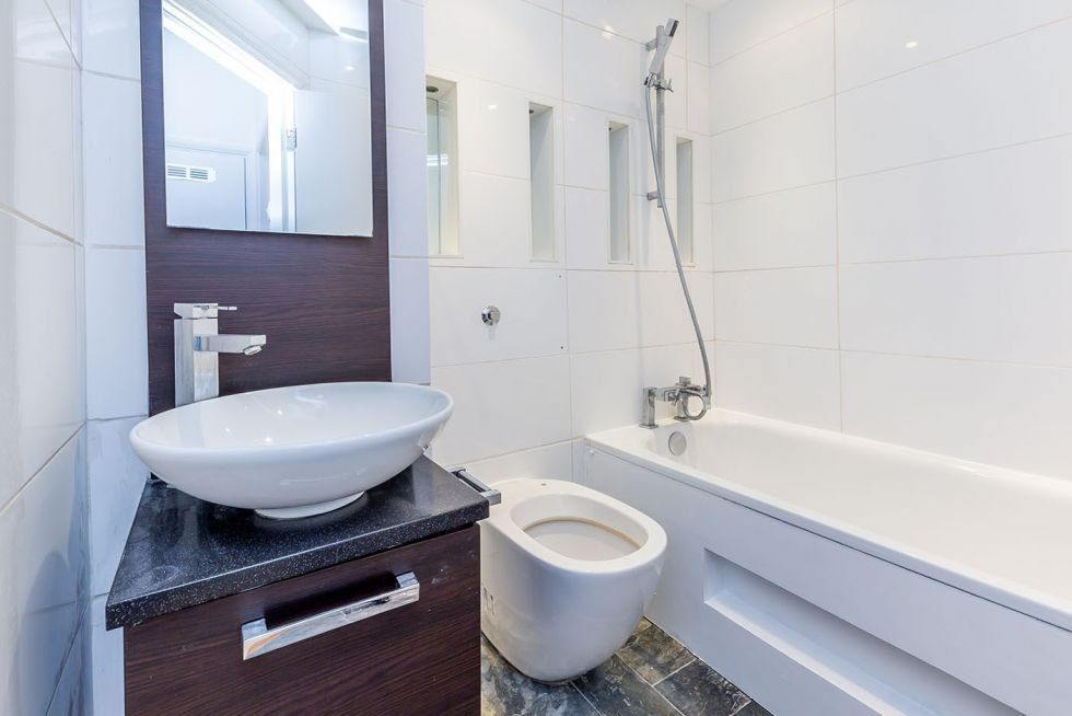1 bedroom apartment flat/apartment To Let in London - MODERN BATHROOM
